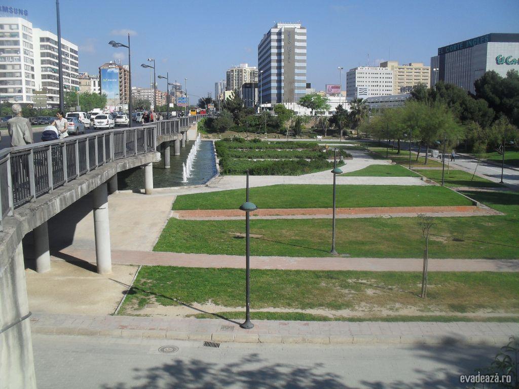 parc in albia unui rau secat