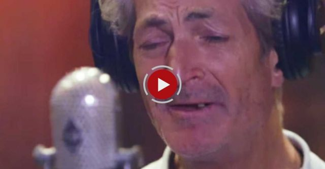 When people heard this homeless man's voice, they rushed him into a studio