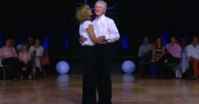 They met for the first time 35 years ago. But look closely at his legs… this is amazing!