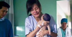 Mom holds lifeless newborn in her arms, but don't take your eyes off his hand